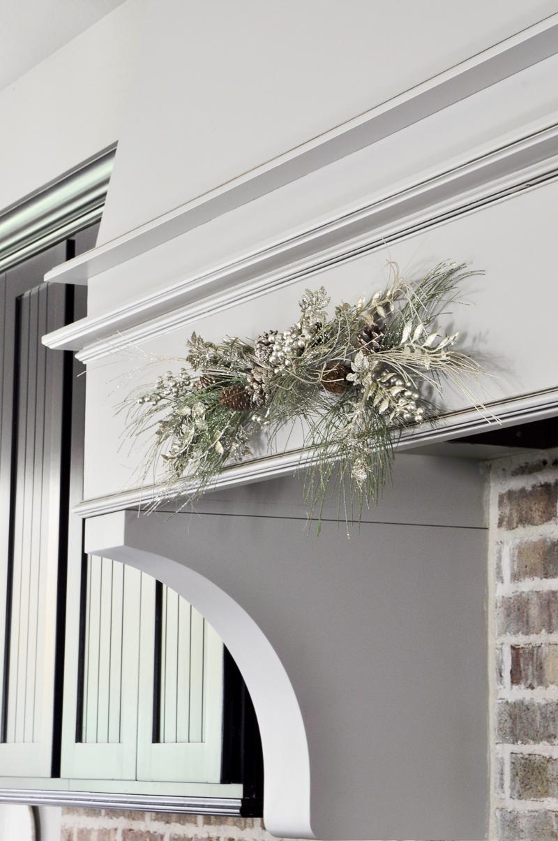 christmas-decor-for-vent-hood