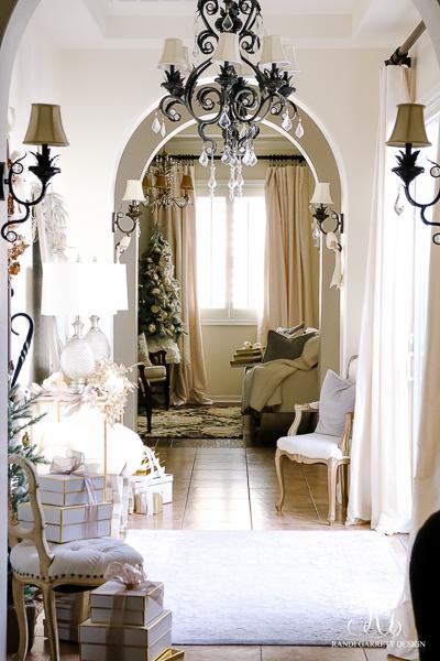christmas-entry-hall-randi-garrett-design
