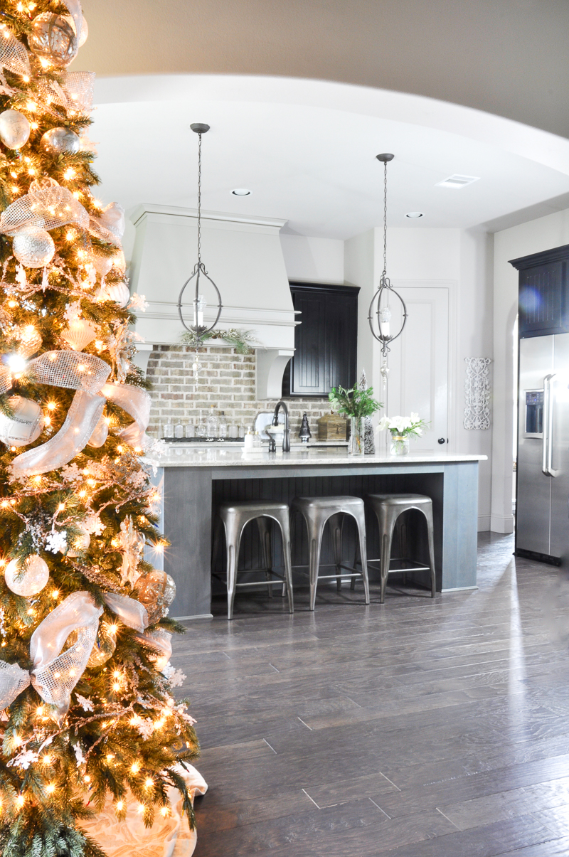 christmas-home-tour-kitchen-so-beautiful