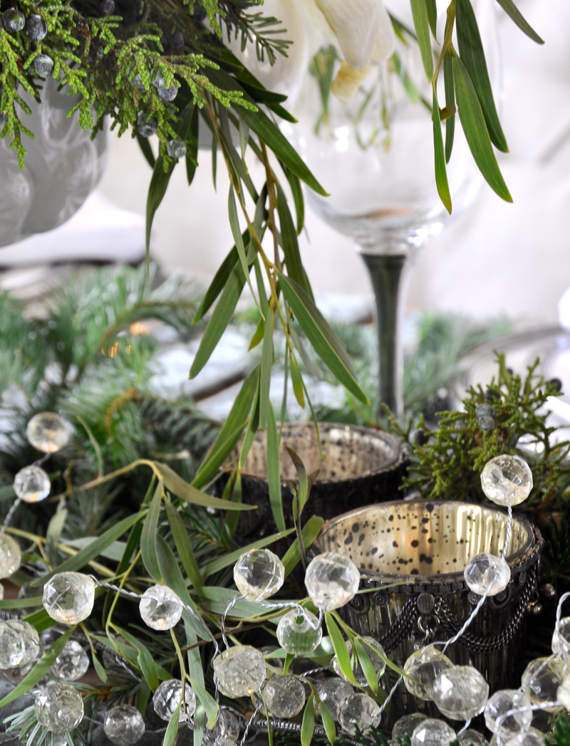 christmas-table-greenery_