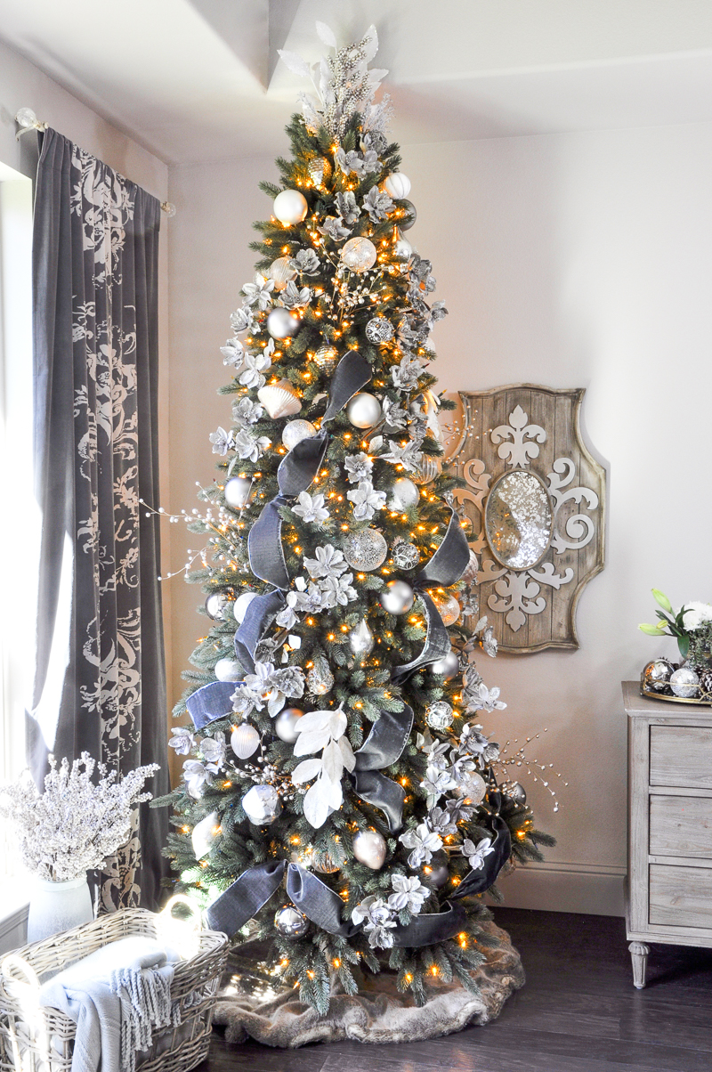 Deck the halls christmas home tour entry decor gold for Gold christmas tree lights
