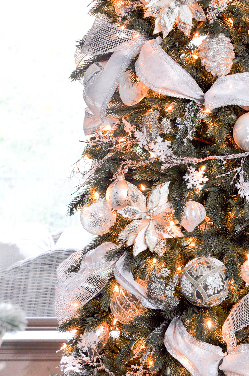 christmas-tree-beautifully-decorated-with-white_
