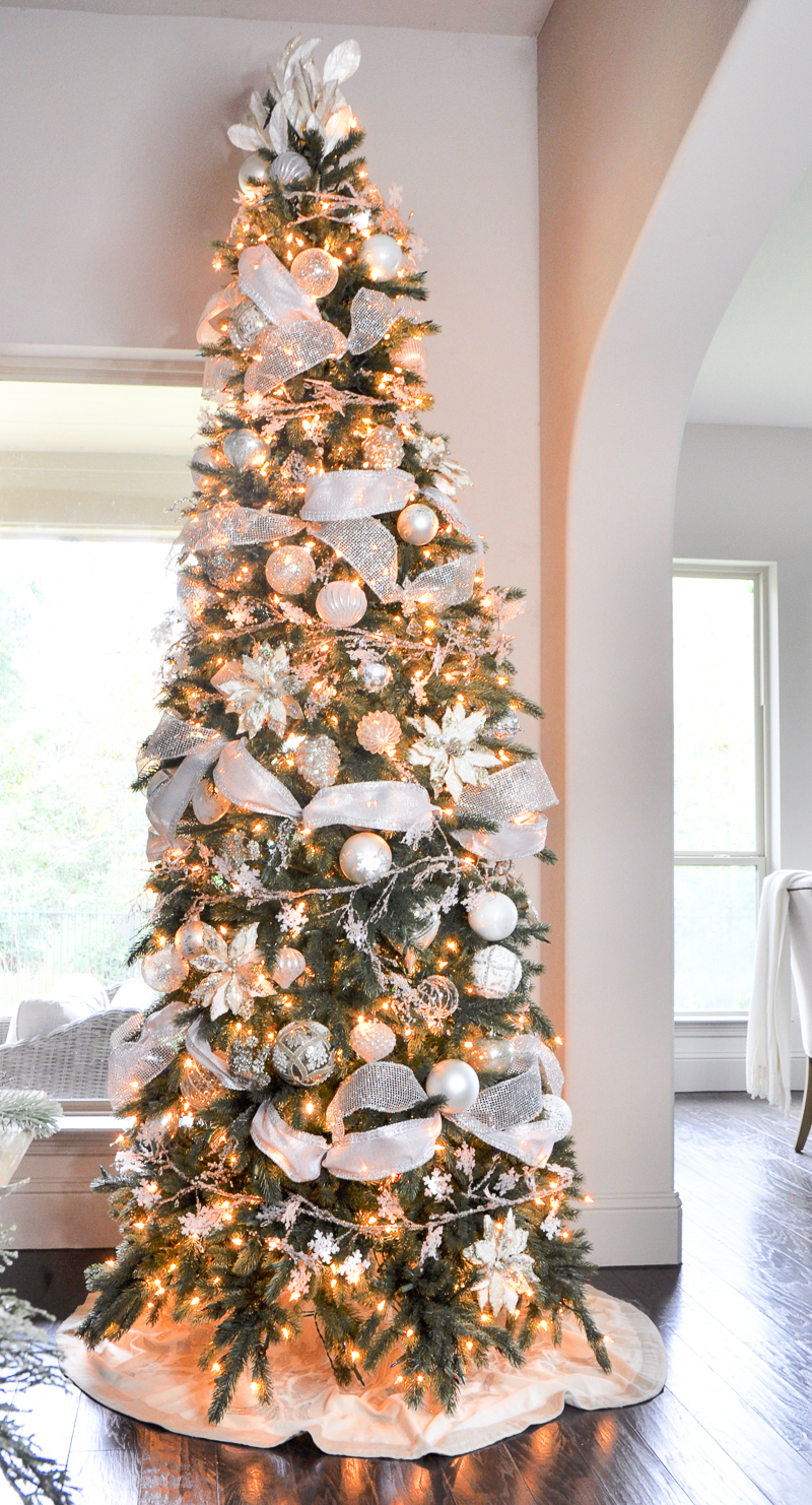 christmas-tree-beautifully-decorated_