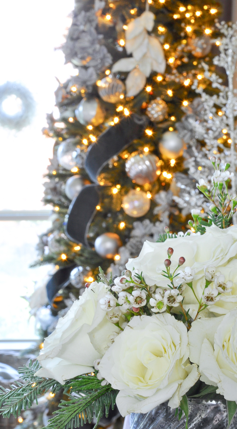 christmas-tree-lights-and-flowers-so-gorgeous