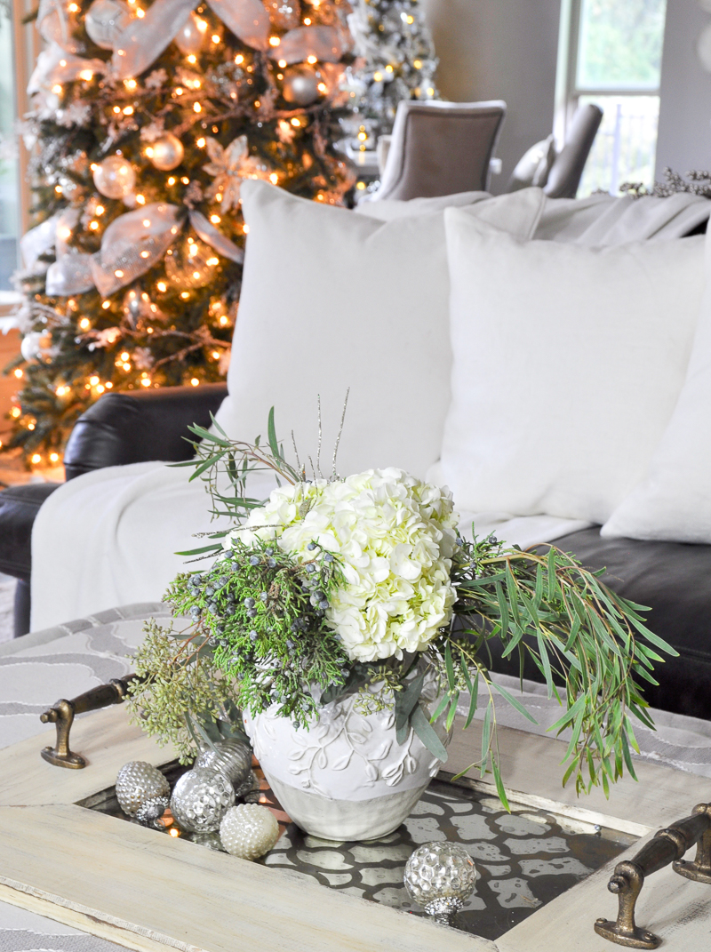 cozy-christmas-living-room-decor