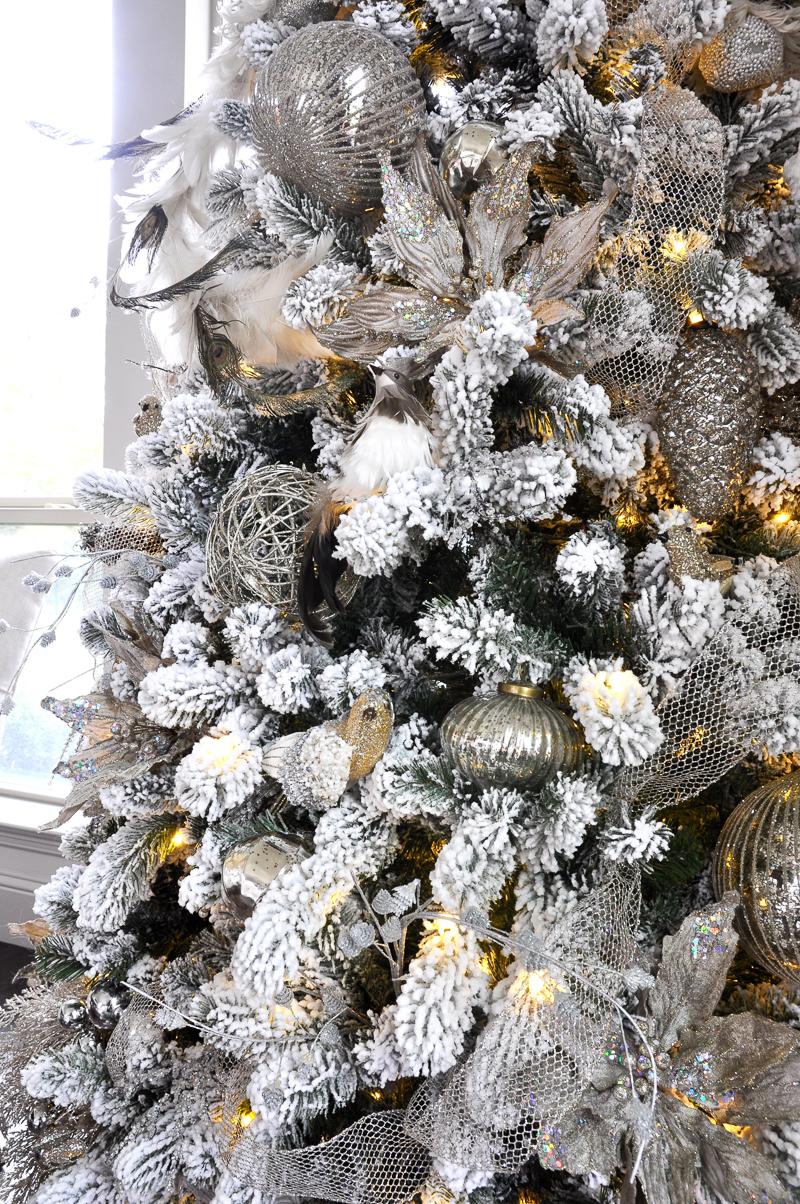 flocked-christmas-tree-so-beautiful