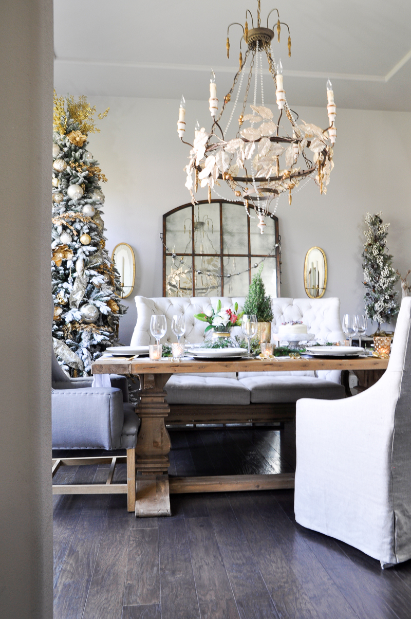 gold-and-white-christmas-dining-room_