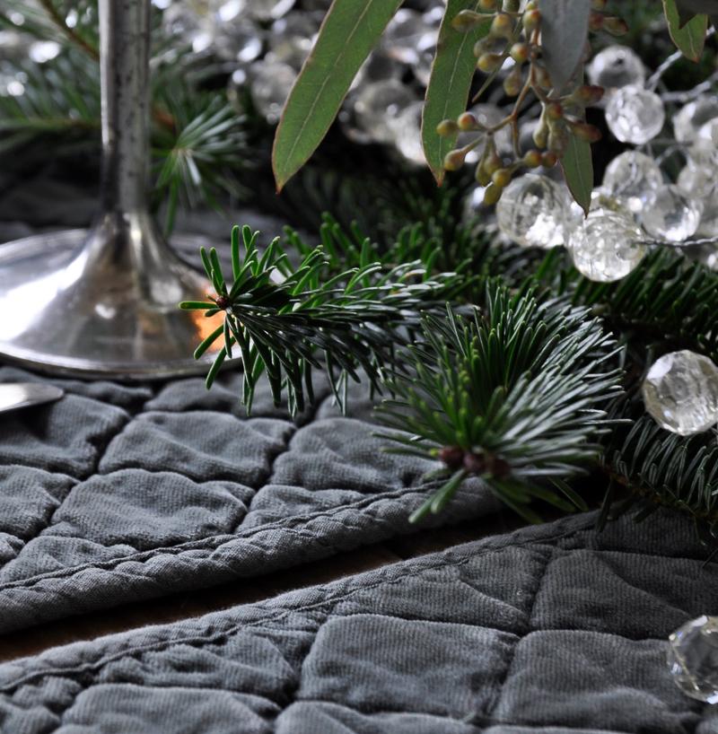 green-velvet-placemats