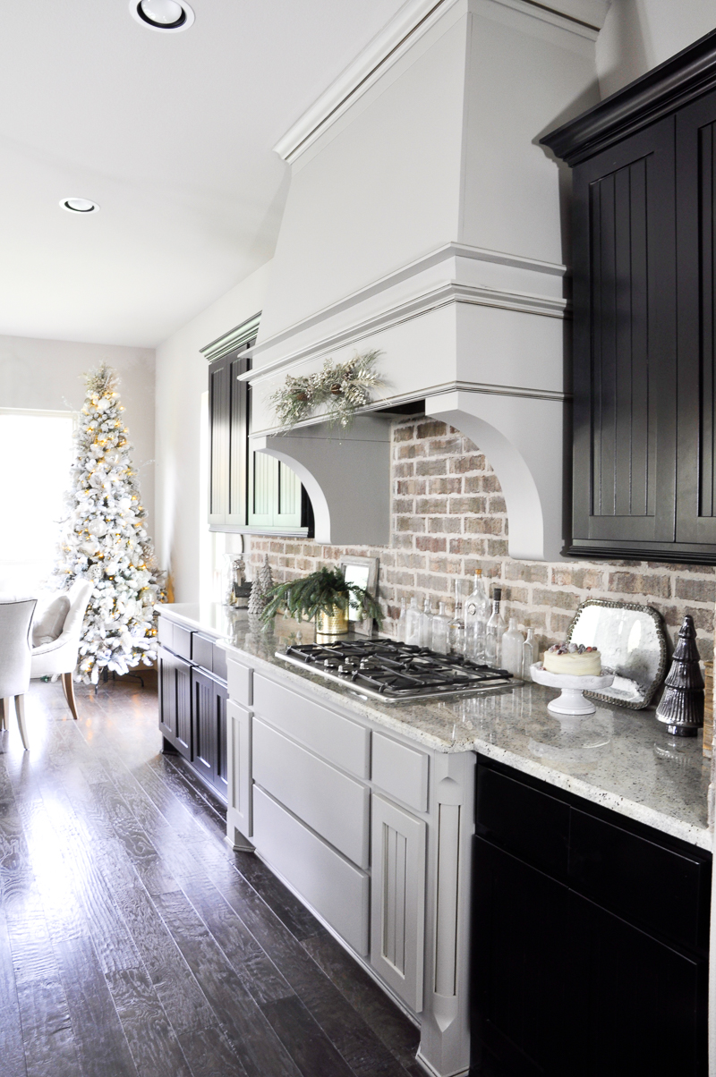 kitchen-decorated-for-christmas