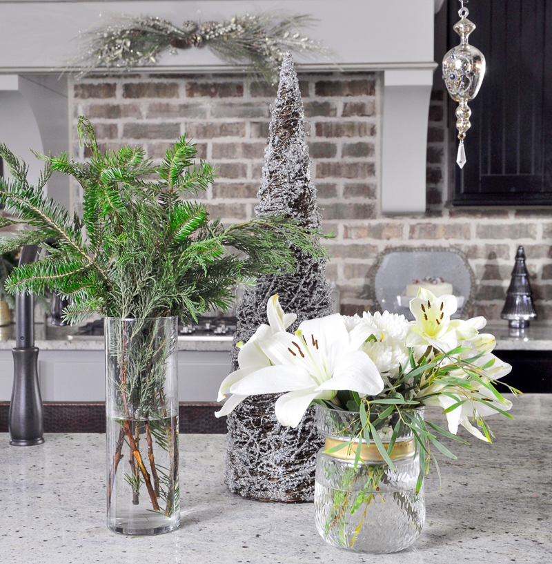 kitchen-island-christmas-decor