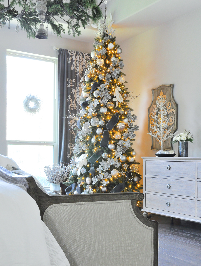 master-bedroom-christmas-tree
