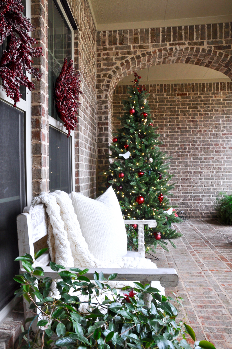 red-and-green-christmas-porch-decorations-3