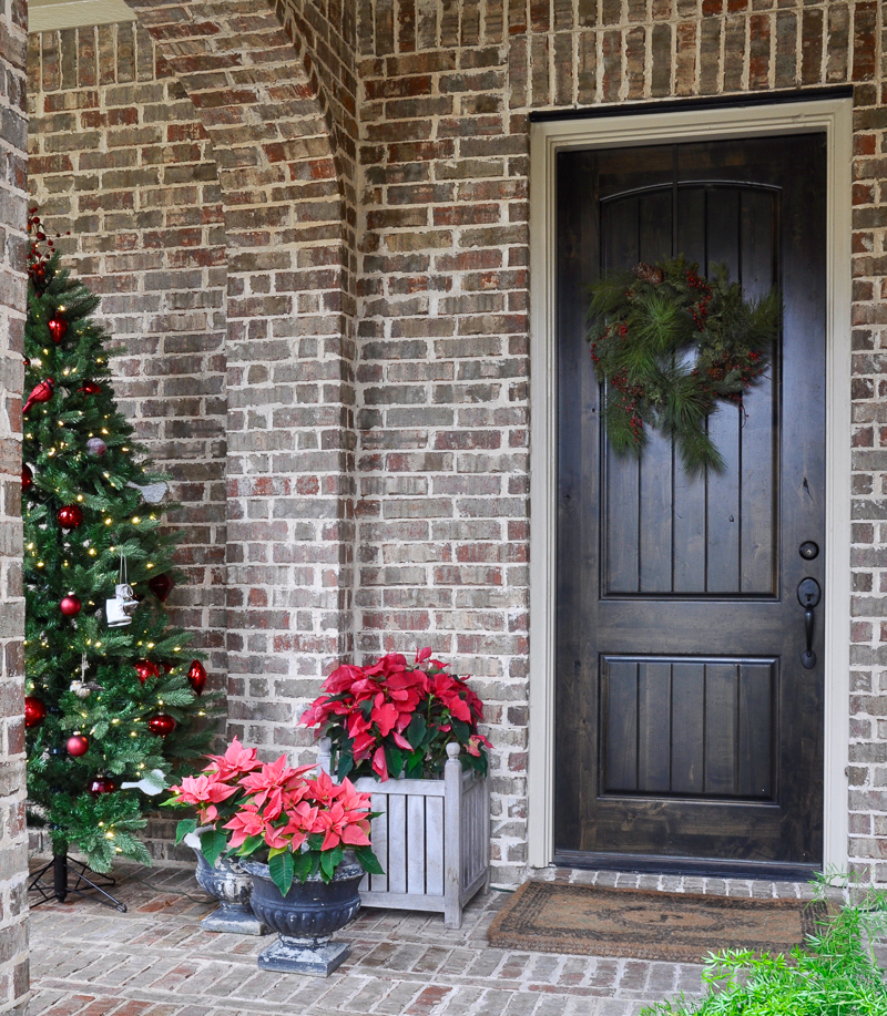 red-and-green-christmas-porch-decorations-4