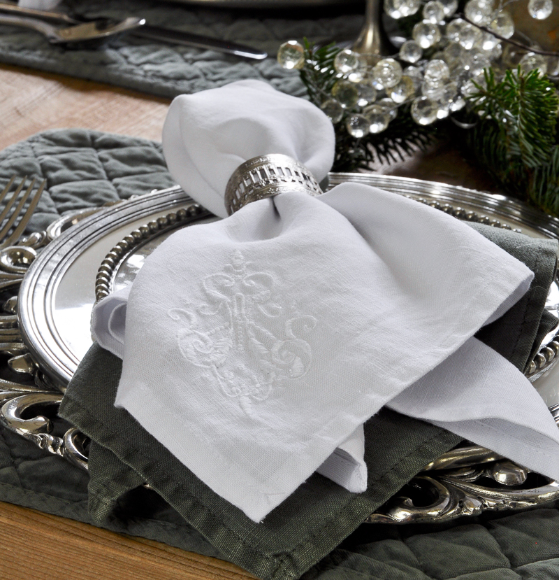 white-and-green-linen-napkins