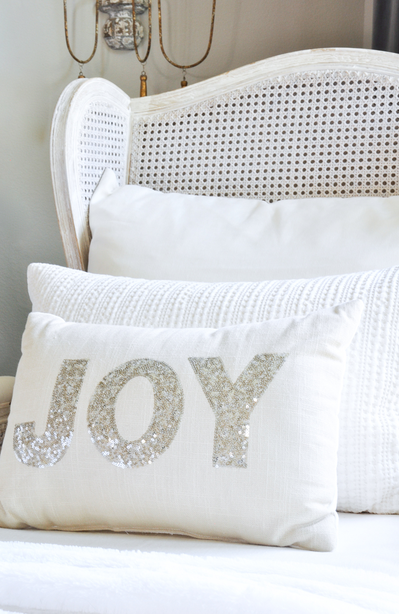 white-christmas-pillow