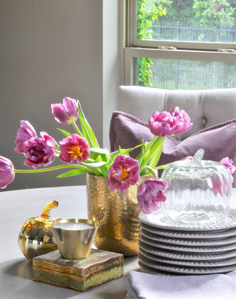 breakfast-table-vignette-for-fall-with-metallic-gold_