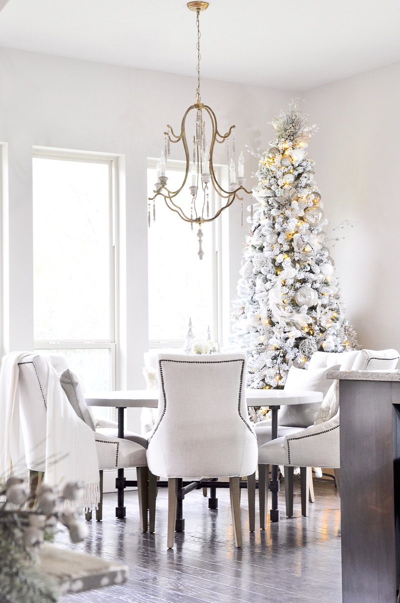 eat-in-kitchen-christmas-decor