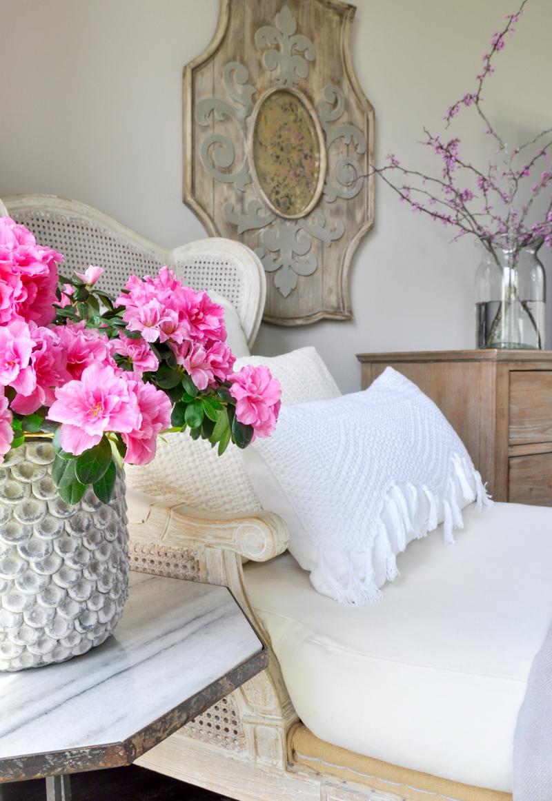 Bright White Bedroom: Bright White Bedroom