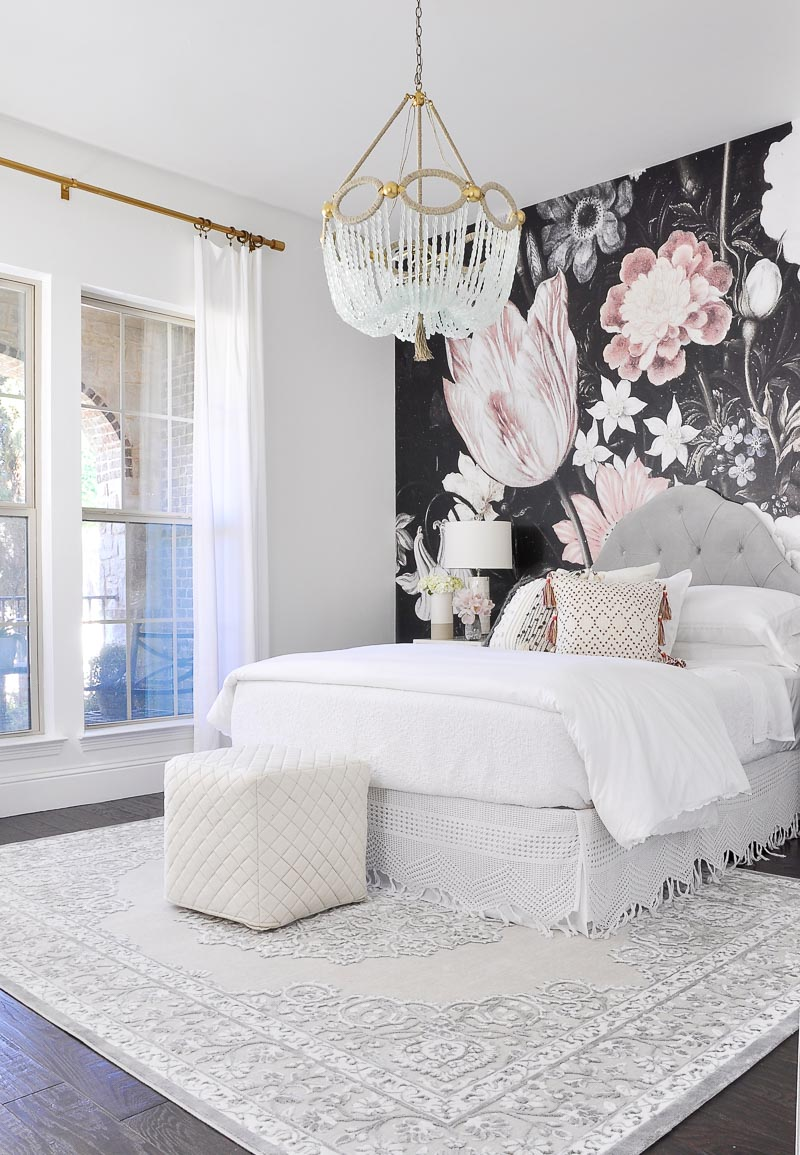 Guest ready bed and bath basics for guest rooms decor for Pictures of beautiful guest bedrooms