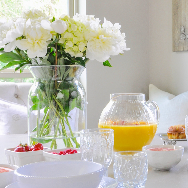 5 Tips for an Elegant Summer Breakfast