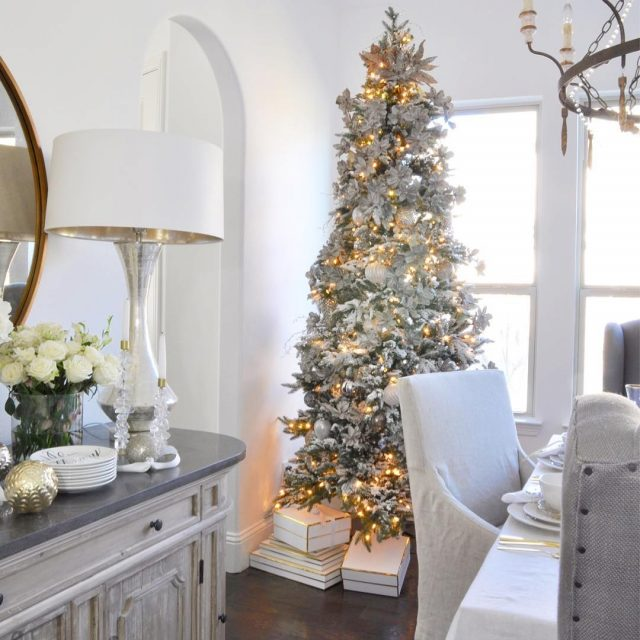 Good morning! My Christmas Dining Room is live on Decorhellip