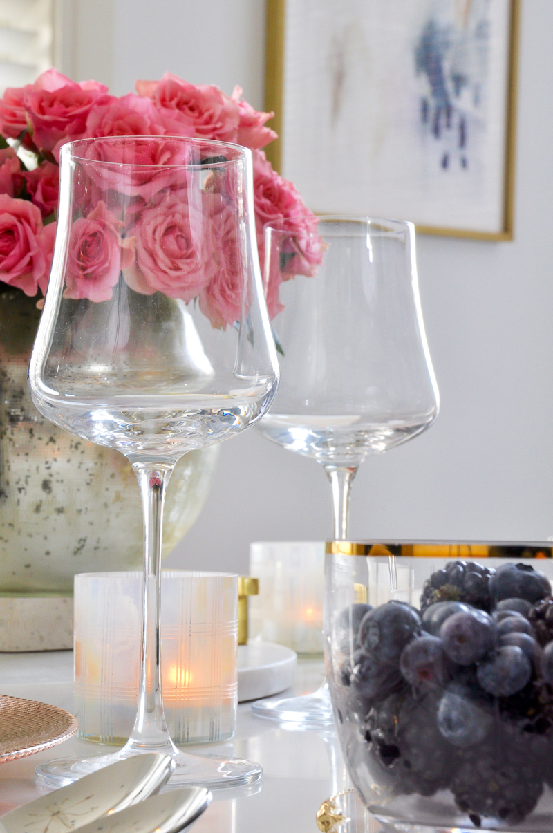 beautiful valentines table wine glasses