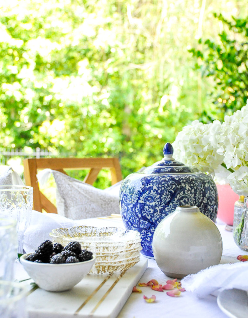 Blue ginger jar outdoor table