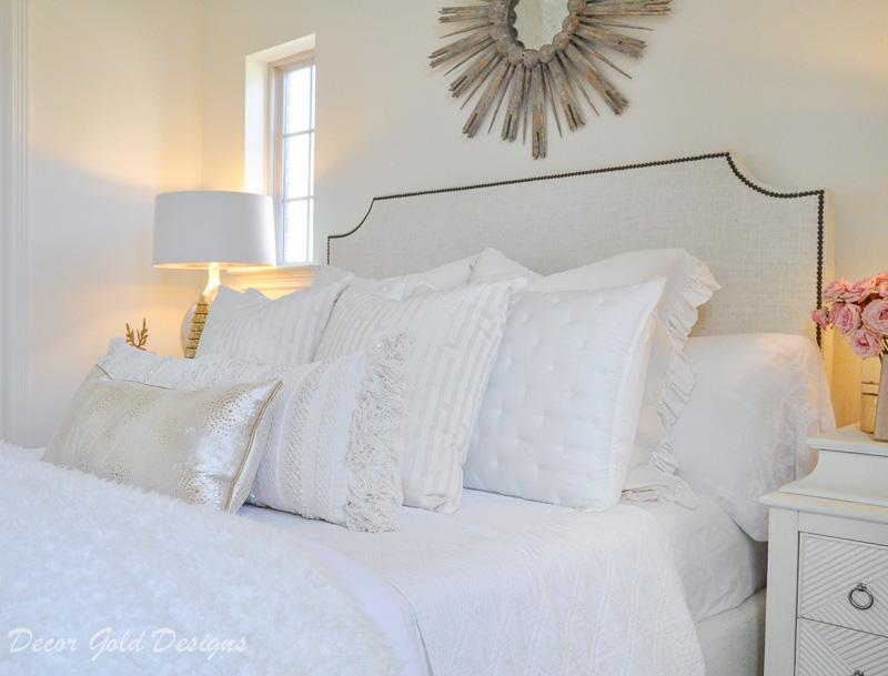 Christmas bedroom white cozy bedding