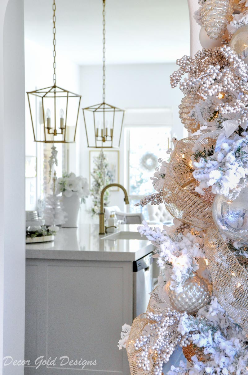 Christmas home tour view kitchen breakfast nook