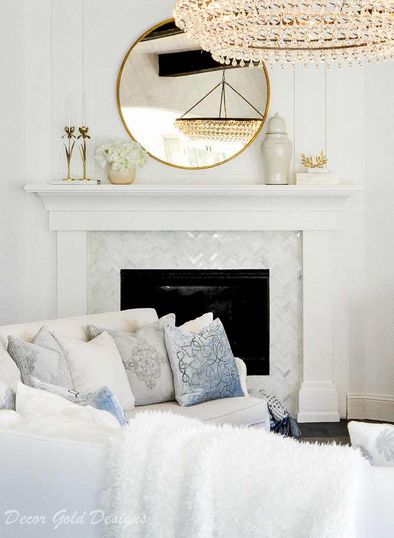 Beautiful white living room elegant chandelier