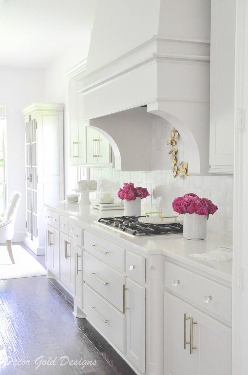 Styled summer home tour bright kitchen