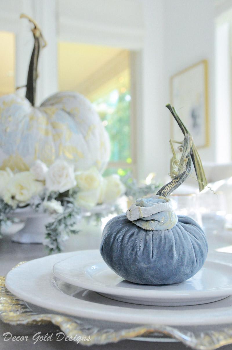 tabletop pumpkin styling