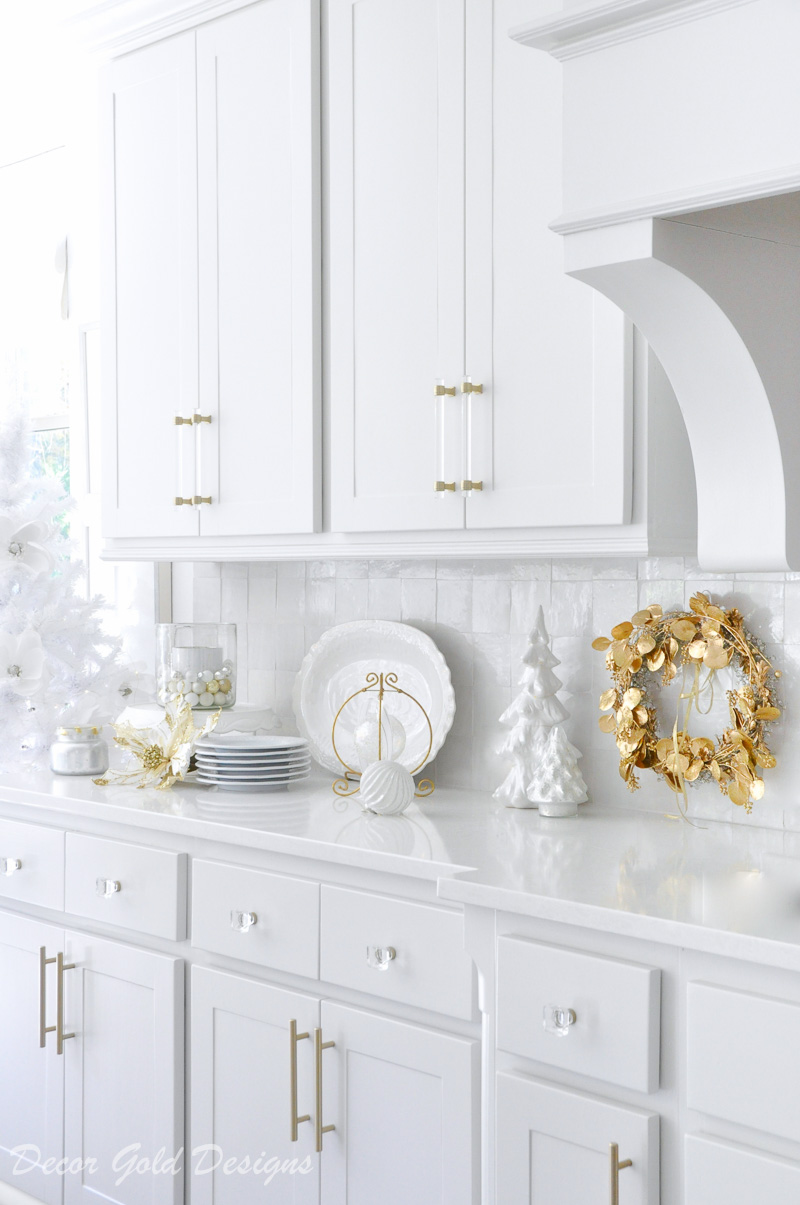 Christmas kitchen gold wreath