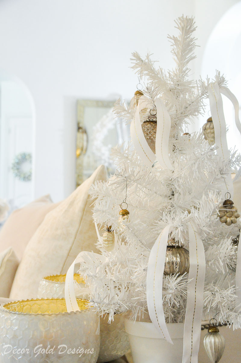 White christmas living room side table decor