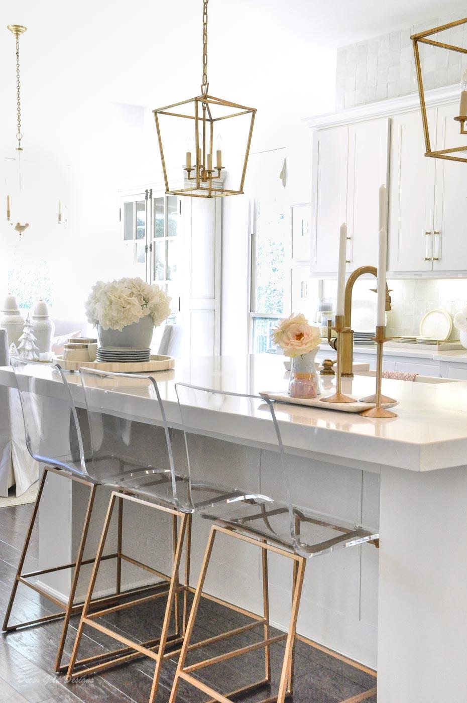 Winter white gold kitchen