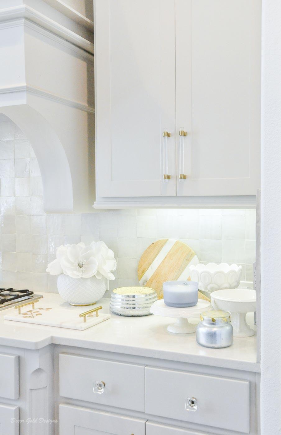 Winter white gold kitchen pretty counter decor