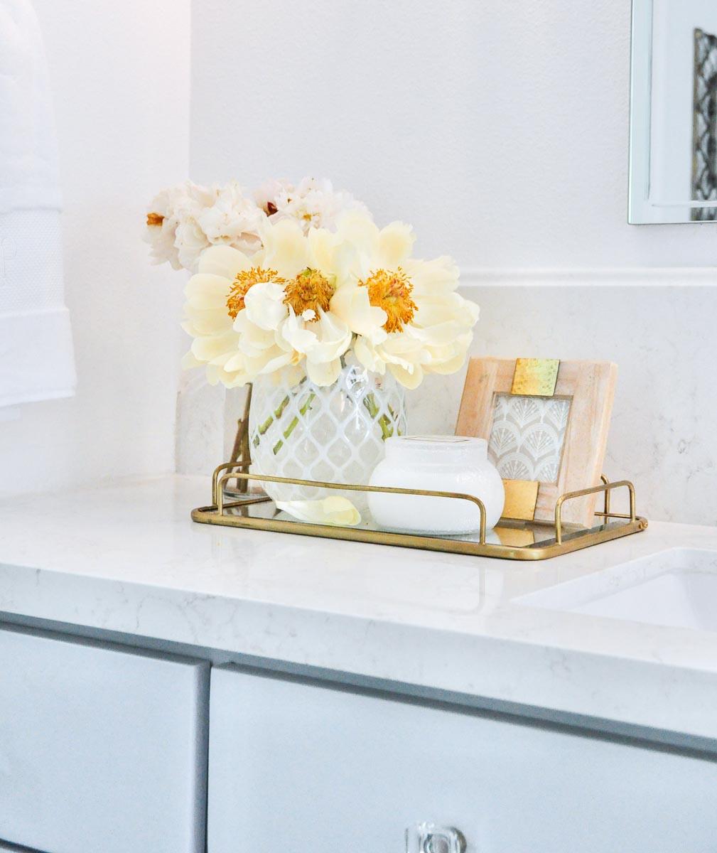 Candles decor gold designs